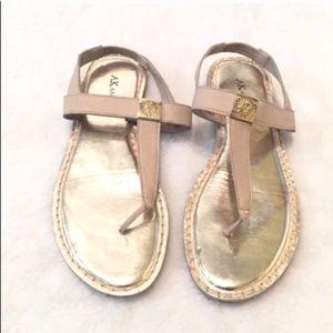 🔷BOGO🔷 Anne Klein light tan gold thong sandals 8
